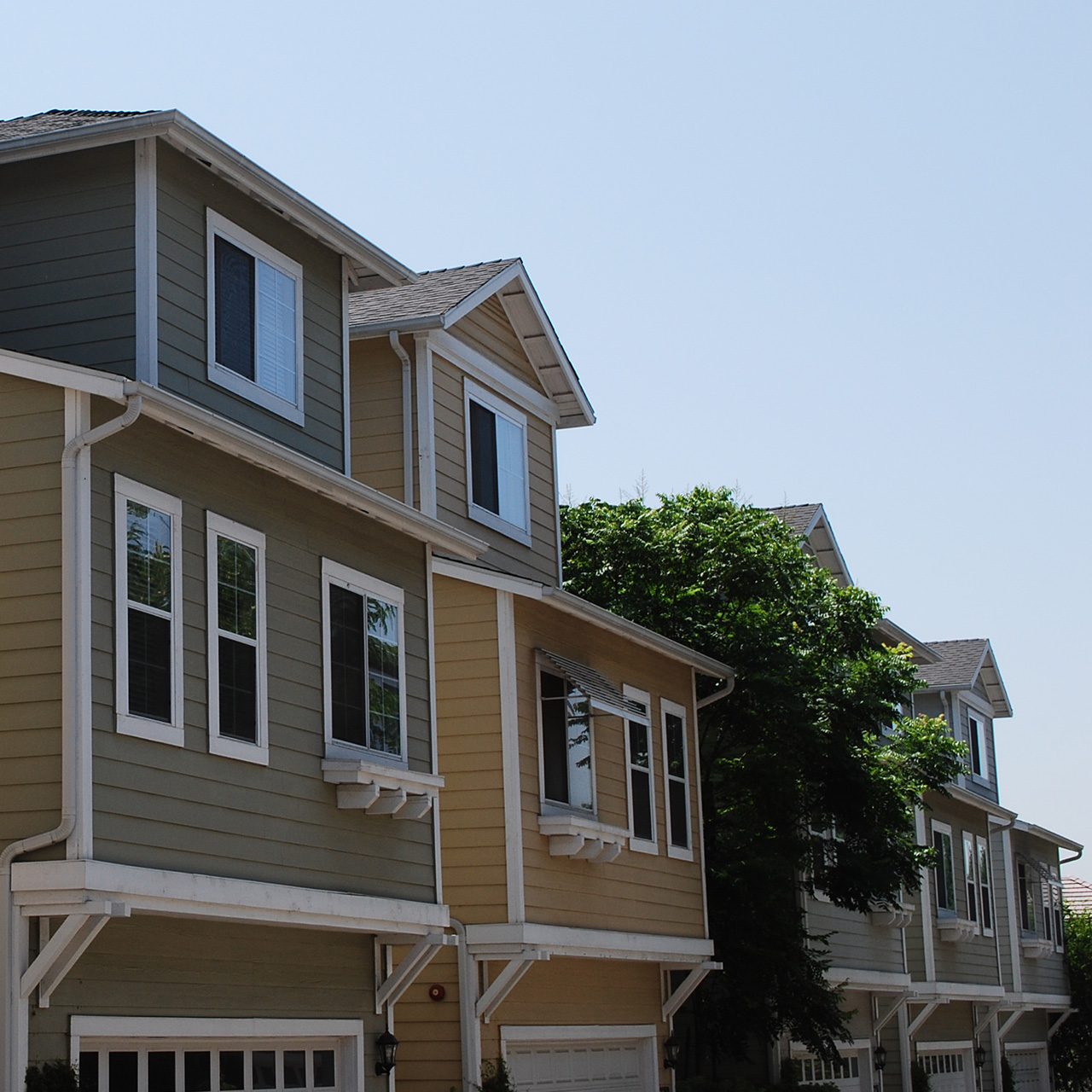 The front of multiple townhomes.